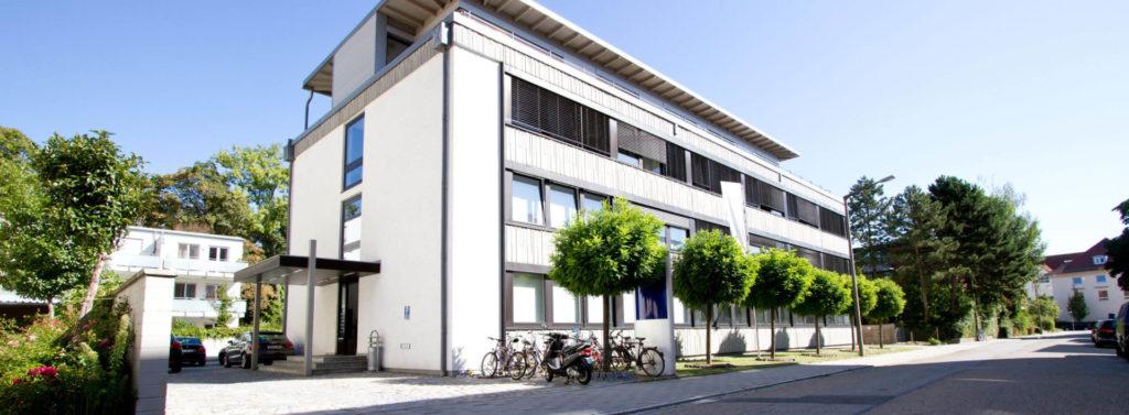 Immobilien Zentrum Bürogebäude von außen